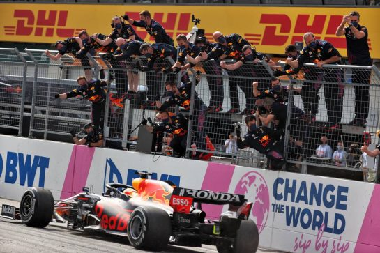 Race winner Max Verstappen (NLD) Red Bull Racing RB16B celebrates as he passes the team at the end of the race. 04.07.2021. Formula 1 World Championship, Rd 9, Austrian Grand Prix, Spielberg, Austria, Race Day. - www.xpbimages.com, EMail: requests@xpbimages.com © Copyright: Batchelor / XPB Images