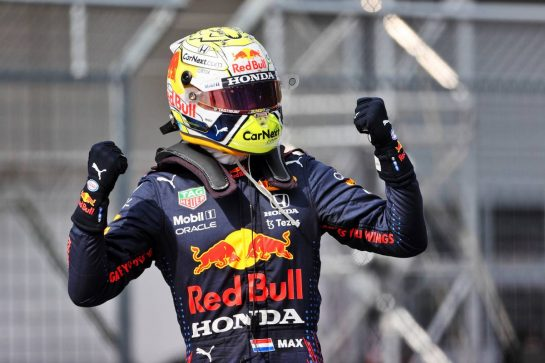 Race winner Max Verstappen (NLD) Red Bull Racing celebrates in parc ferme. 04.07.2021. Formula 1 World Championship, Rd 9, Austrian Grand Prix, Spielberg, Austria, Race Day. - www.xpbimages.com, EMail: requests@xpbimages.com © Copyright: Charniaux / XPB Images