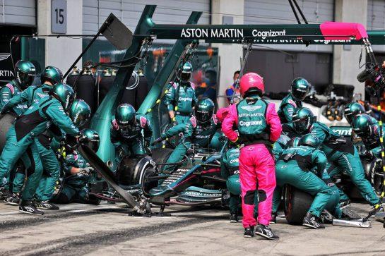 Sebastian Vettel (GER) Aston Martin F1 Team AMR21 makes a pit stop. 04.07.2021. Formula 1 World Championship, Rd 9, Austrian Grand Prix, Spielberg, Austria, Race Day. - www.xpbimages.com, EMail: requests@xpbimages.com © Copyright: Moy / XPB Images