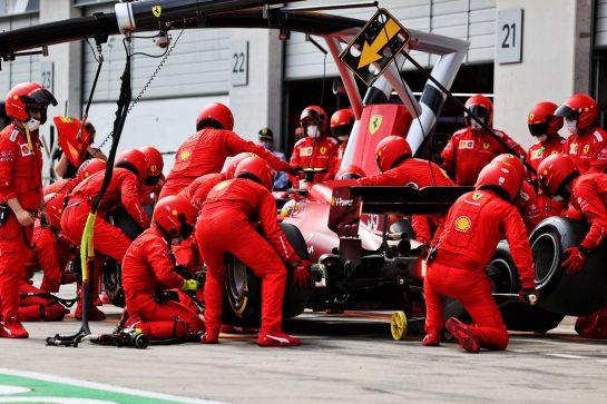 Carlos Sainz Jr (ESP) Ferrari SF-21 makes a pit stop. 04.07.2021. Formula 1 World Championship, Rd 9, Austrian Grand Prix, Spielberg, Austria, Race Day. - www.xpbimages.com, EMail: requests@xpbimages.com © Copyright: Moy / XPB Images