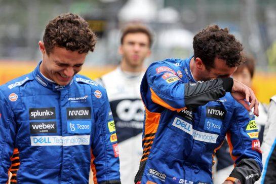 (L to R): Lando Norris (GBR) McLaren and team mate Daniel Ricciardo (AUS) McLaren - 2022 Car Launch. 15.07.2021. Formula 1 World Championship, Rd 10, British Grand Prix, Silverstone, England, Preparation Day. - www.xpbimages.com, EMail: requests@xpbimages.com © Copyright: Batchelor / XPB Images