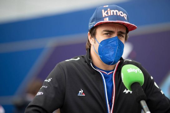 Fernando Alonso (ESP) Alpine F1 Team with the media. 15.07.2021. Formula 1 World Championship, Rd 10, British Grand Prix, Silverstone, England, Preparation Day. - www.xpbimages.com, EMail: requests@xpbimages.com © Copyright: Staley / XPB Images