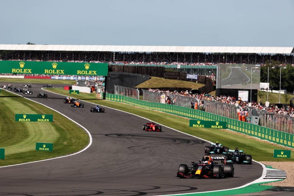 Max Verstappen (NLD) Red Bull Racing RB16B leads in Sprint Qualifying. 17.07.2021. Formula 1 World Championship, Rd 10, British Grand Prix, Silverstone