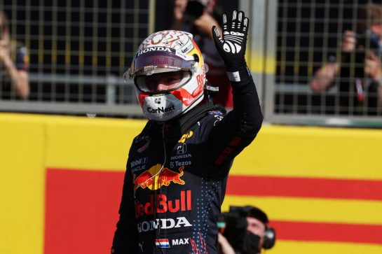 Max Verstappen (NLD) Red Bull Racing wins the sprint race and claims pole position.17.07.2021. Formula 1 World Championship, Rd 10, British Grand Prix, Silverstone, England, Qualifying Day.- www.xpbimages.com, EMail: requests@xpbimages.com © Copyright: Batchelor / XPB Images