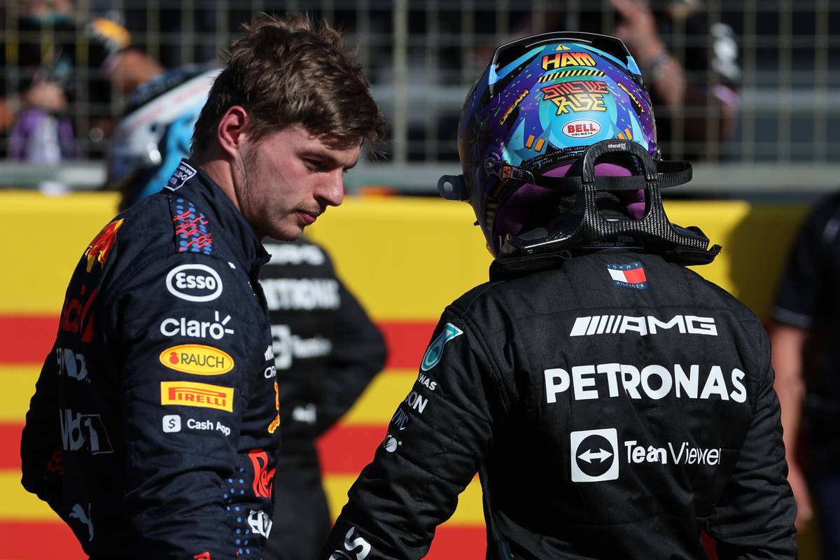Max Verstappen (NLD) Red Bull Racing wins the sprint race and claims pole position with Lewis Hamilton (GBR) Mercedes AMG F1. 17.07.2021. Formula 1 World Championship, Rd 10, British Grand Prix, Silverstone