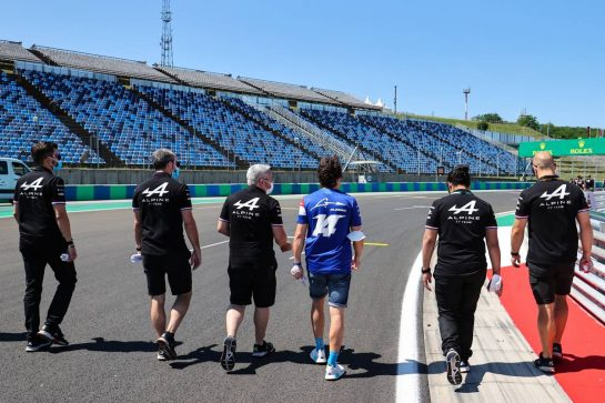 Fernando Alonso (ESP) Alpine F1 Team walks the circuit with the team. 29.07.2021. Formula 1 World Championship, Rd 11, Hungarian Grand Prix, Budapest, Hungary, Preparation Day. - www.xpbimages.com, EMail: requests@xpbimages.com © Copyright: Charniaux / XPB Images