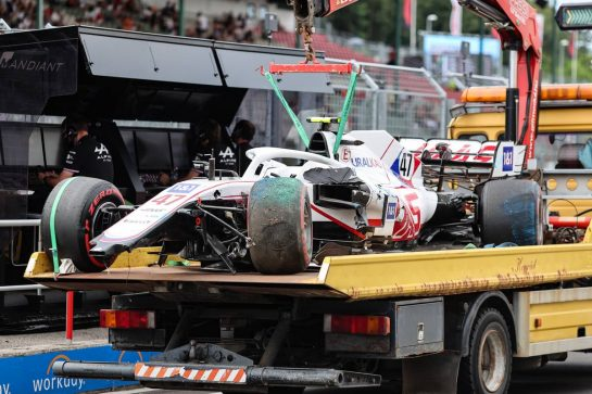The damaged Haas VF-21 of Mick Schumacher (GER) Haas F1 Team is recovered back to the pits on the back of a truck. 31.07.2021. Formula 1 World Championship, Rd 11, Hungarian Grand Prix, Budapest, Hungary, Qualifying Day. - www.xpbimages.com, EMail: requests@xpbimages.com © Copyright: Charniaux / XPB Images