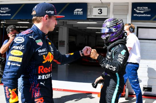 (L to R): Max Verstappen (NLD) Red Bull Racing congratulates pole sitter Lewis Hamilton (GBR) Mercedes AMG F1 in qualifying parc ferme. 31.07.2021. Formula 1 World Championship, Rd 11, Hungarian Grand Prix, Budapest, Hungary, Qualifying Day. - www.xpbimages.com, EMail: requests@xpbimages.com © Copyright: FIA Pool Image for Editorial Use Only