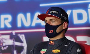 Verstappen objects to 'ridiculous' crash question