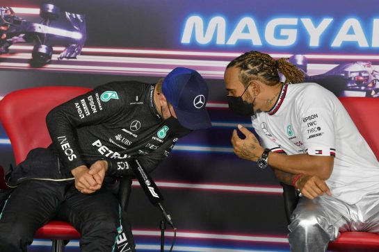 (L to R): Valtteri Bottas (FIN) Mercedes AMG F1 and Lewis Hamilton (GBR) Mercedes AMG F1 in the post qualifying FIA Press Conference. 31.07.2021. Formula 1 World Championship, Rd 11, Hungarian Grand Prix, Budapest, Hungary, Qualifying Day. - www.xpbimages.com, EMail: requests@xpbimages.com © Copyright: FIA Pool Image for Editorial Use Only