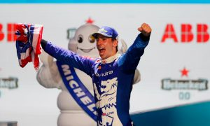 London E-Prix: Lynn wins dramatic Race 2 at ExCeL Center