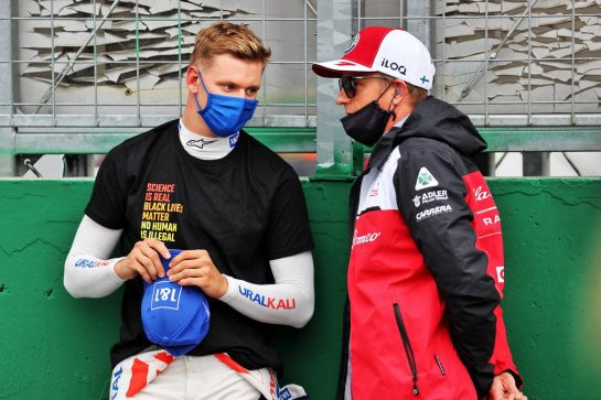 (L to R): Mick Schumacher (GER) Haas F1 Team with Kimi Raikkonen (FIN) Alfa Romeo Racing on the grid. 01.08.2021. Formula 1 World Championship, Rd 11, Hungarian Grand Prix, Budapest, Hungary, Race Day. - www.xpbimages.com, EMail: requests@xpbimages.com © Copyright: Batchelor / XPB Images