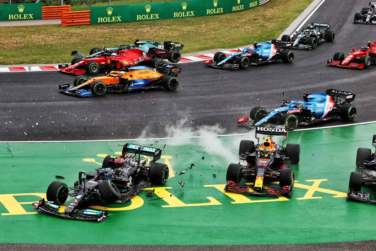 Valtteri Bottas (FIN) Mercedes AMG F1 W12 and Sergio Perez (MEX) Red Bull Racing RB16B crash out at the start of the race as Lance Stroll (CDN) Aston Martin F1 Team AMR21 crashes into Charles Leclerc (MON) Ferrari SF-21. 01.08.2021. Formula 1 World Championship, Rd 11, Hungarian Grand Prix, Budapest