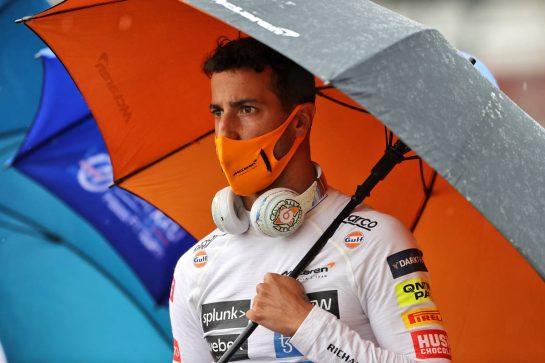 Daniel Ricciardo (AUS) McLaren on the grid. 01.08.2021. Formula 1 World Championship, Rd 11, Hungarian Grand Prix, Budapest, Hungary, Race Day. - www.xpbimages.com, EMail: requests@xpbimages.com © Copyright: Moy / XPB Images