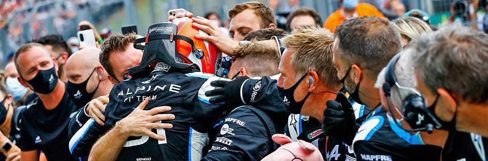 Race winner Esteban Ocon (FRA) Alpine F1 Team celebrates with the team. 01.08.2021. Formula 1 World Championship, Rd 11, Hungarian Grand Prix, Budapest