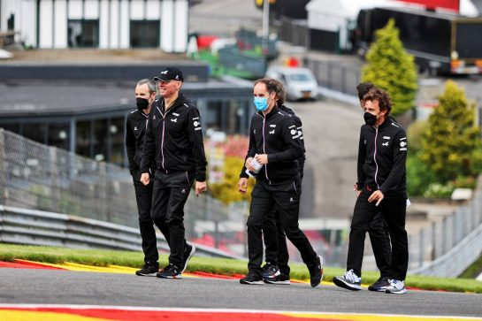 Fernando Alonso (ESP) Alpine F1 Team walks the circuit with the team. 26.08.2021. Formula 1 World Championship, Rd 12, Belgian Grand Prix, Spa Francorchamps, Belgium, Preparation Day. - www.xpbimages.com, EMail: requests@xpbimages.com © Copyright: Moy / XPB Images