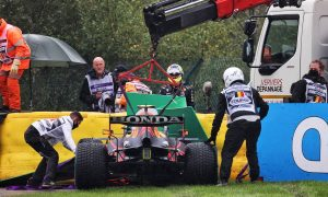 Perez out of Belgian GP after crashing on way to grid!