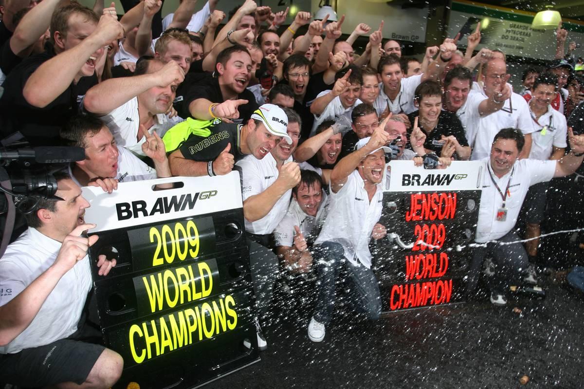 18.10.2009 Sao Paulo, Brazil, Rubens Barrichello (BRA), Brawn GP , Ross Brawn (GBR) Team Principal, Brawn GP and Jenson Button (GBR), Brawn GP - Formula 1 World Championship, Rd 16, Brazilian Grand Prix