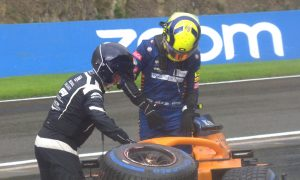Norris undergoing checks in hospital after Q3 crash at Spa