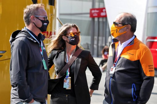 Tom Garfinkel (USA) Vice Chairman, President and Chief Executive Officer of the Miami Dolphins and Hard Rock Stadium and Managing Partner of the Miami Grand Prix (Left) with his wife Alison Garfinkel (USA). 05.09.2021. Formula 1 World Championship, Rd 13, Dutch Grand Prix, Zandvoort, Netherlands, Race Day. - www.xpbimages.com, EMail: requests@xpbimages.com © Copyright: Moy / XPB Images