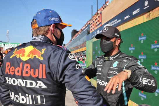 (L to R): Race winner Max Verstappen (NLD) Red Bull Racing with Lewis Hamilton (GBR) Mercedes AMG F1 in parc ferme. 05.09.2021. Formula 1 World Championship, Rd 13, Dutch Grand Prix, Zandvoort, Netherlands, Race Day. - www.xpbimages.com, EMail: requests@xpbimages.com © Copyright: Charniaux / XPB Images