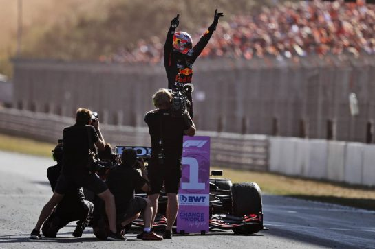 Race winner Max Verstappen (NLD) Red Bull Racing RB16B celebrates in parc ferme. 05.09.2021. Formula 1 World Championship, Rd 13, Dutch Grand Prix, Zandvoort, Netherlands, Race Day. - www.xpbimages.com, EMail: requests@xpbimages.com © Copyright: Moy / XPB Images