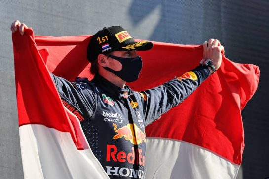 Race winner Max Verstappen (NLD) Red Bull Racing celebrates on the podium. 05.09.2021. Formula 1 World Championship, Rd 13, Dutch Grand Prix, Zandvoort, Netherlands, Race Day. - www.xpbimages.com, EMail: requests@xpbimages.com © Copyright: Moy / XPB Images