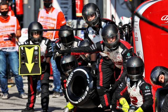 Alfa Romeo Racing makes a pit stop. 05.09.2021. Formula 1 World Championship, Rd 13, Dutch Grand Prix, Zandvoort, Netherlands, Race Day. - www.xpbimages.com, EMail: requests@xpbimages.com © Copyright: Moy / XPB Images