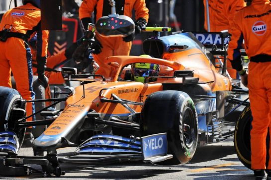 Lando Norris (GBR) McLaren MCL35M makes a pit stop. 05.09.2021. Formula 1 World Championship, Rd 13, Dutch Grand Prix, Zandvoort, Netherlands, Race Day. - www.xpbimages.com, EMail: requests@xpbimages.com © Copyright: Moy / XPB Images