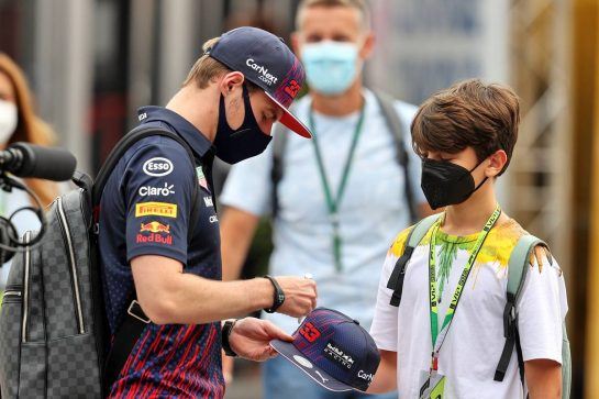Max Verstappen (NLD) Red Bull Racing with Emerson Fittipaldi Jnr (BRA).  10.09.2021. Formula 1 World Championship, Rd 14, Italian Grand Prix, Monza, Italy, Qualifying Day. - www.xpbimages.com, EMail: requests@xpbimages.com © Copyright: Moy / XPB Images
