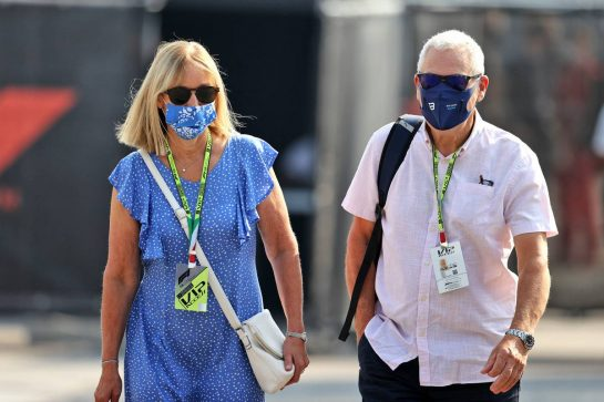 (L to R): Alison Russell (GBR) and Steve Russell (GBR), parents of George Russell (GBR) Williams Racing. 11.09.2021. Formula 1 World Championship, Rd 14, Italian Grand Prix, Monza, Italy, Sprint Day. - www.xpbimages.com, EMail: requests@xpbimages.com © Copyright: Moy / XPB Images