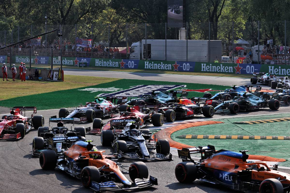 Daniel Ricciardo (AUS) McLaren MCL35M leads Lando Norris (GBR) McLaren MCL35M, Pierre Gasly (FRA) AlphaTauri AT02 and Lewis Hamilton (GBR) Mercedes AMG F1 W12 at the start. 11.09.2021. Formula 1 World Championship, Rd 14, Italian Grand Prix, Monza