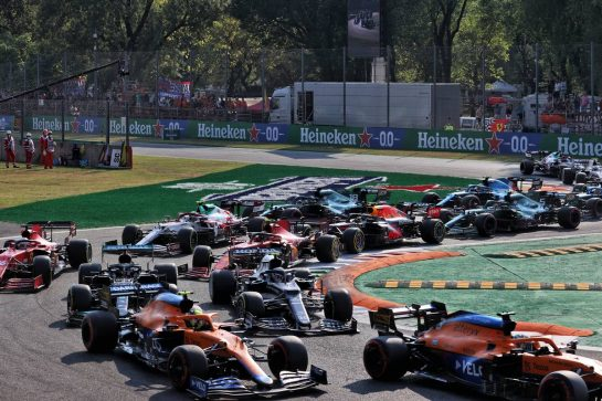 Daniel Ricciardo (AUS) McLaren MCL35M leads Lando Norris (GBR) McLaren MCL35M, Pierre Gasly (FRA) AlphaTauri AT02 and Lewis Hamilton (GBR) Mercedes AMG F1 W12 at the start. 11.09.2021. Formula 1 World Championship, Rd 14, Italian Grand Prix, Monza, Italy, Sprint Day. - www.xpbimages.com, EMail: requests@xpbimages.com © Copyright: Batchelor / XPB Images