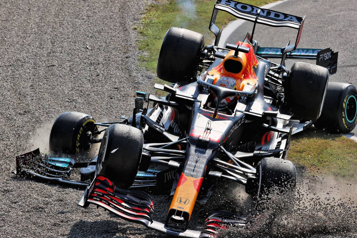F1 releases chilling 360° footage of Hamilton/Verstappen crash