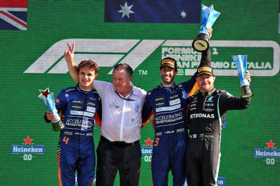 The podium (L to R): Lando Norris (GBR) McLaren MCL35M, second; Zak Brown (USA) McLaren Executive Director; Daniel Ricciardo (AUS) McLaren, race winner; Valtteri Bottas (FIN) Mercedes AMG F1, third. 12.09.2021. Formula 1 World Championship, Rd 14, Italian Grand Prix, Monza, Italy, Race Day. - www.xpbimages.com, EMail: requests@xpbimages.com © Copyright: Batchelor / XPB Images