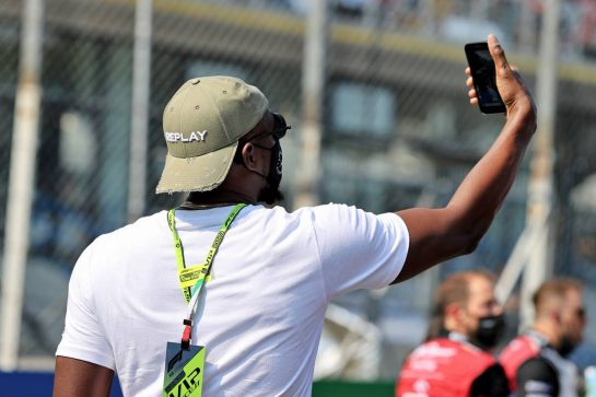 Usain Bolt (JAM) Athlete on the grid. 12.09.2021. Formula 1 World Championship, Rd 14, Italian Grand Prix, Monza, Italy, Race Day. - www.xpbimages.com, EMail: requests@xpbimages.com © Copyright: Moy / XPB Images