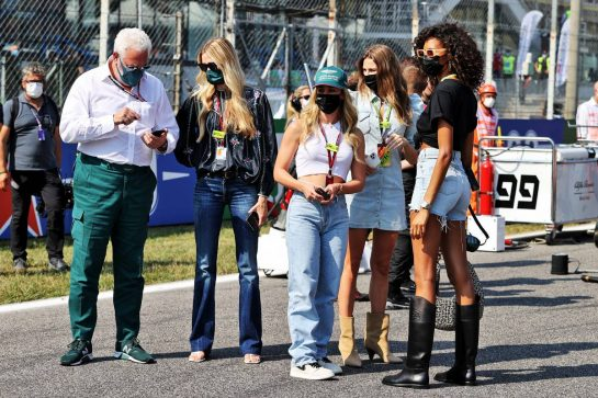 Lawrence Stroll (CDN) Aston Martin F1 Team Investor with guests on the grid. 12.09.2021. Formula 1 World Championship, Rd 14, Italian Grand Prix, Monza, Italy, Race Day. - www.xpbimages.com, EMail: requests@xpbimages.com © Copyright: Moy / XPB Images