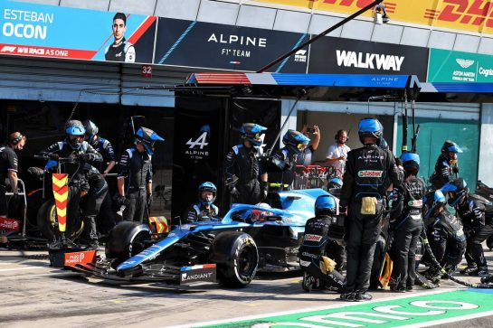 Esteban Ocon (FRA) Alpine F1 Team A521 makes a pit stop. 12.09.2021. Formula 1 World Championship, Rd 14, Italian Grand Prix, Monza, Italy, Race Day. - www.xpbimages.com, EMail: requests@xpbimages.com © Copyright: Moy / XPB Images
