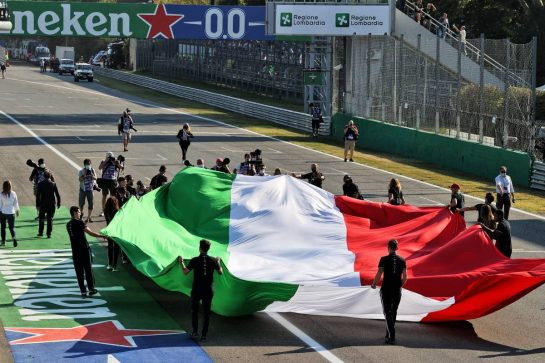Grid atmosphere - Italian flag. 12.09.2021. Formula 1 World Championship, Rd 14, Italian Grand Prix, Monza, Italy, Race Day. - www.xpbimages.com, EMail: requests@xpbimages.com © Copyright: Moy / XPB Images