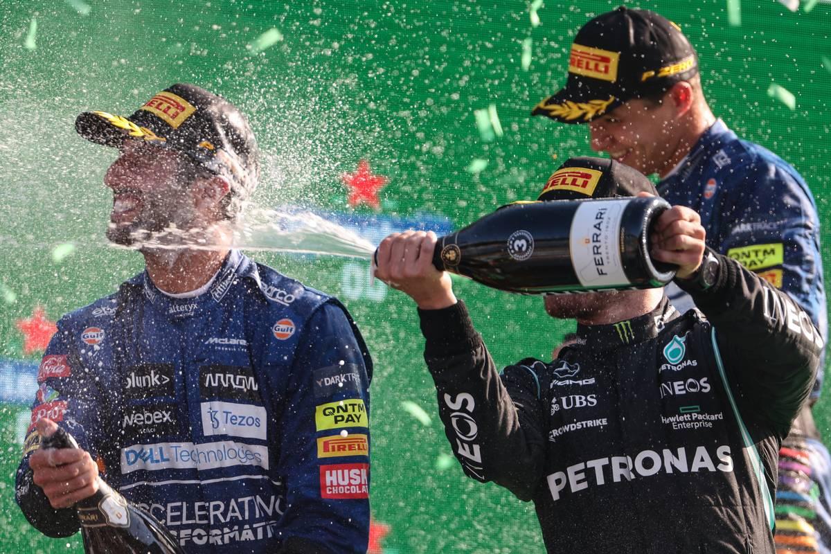Daniel Ricciardo (AUS), McLaren F1 Team, Lando Norris (GBR), McLaren F1 Team and Valtteri Bottas (FIN), Mercedes AMG F1  12.09.2021. Formula 1 World Championship, Rd 14, Italian Grand Prix, Monza
