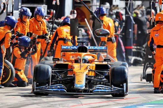 Daniel Ricciardo (AUS) McLaren MCL35M makes a pit stop. 12.09.2021. Formula 1 World Championship, Rd 14, Italian Grand Prix, Monza, Italy, Race Day. - www.xpbimages.com, EMail: requests@xpbimages.com © Copyright: Moy / XPB Images