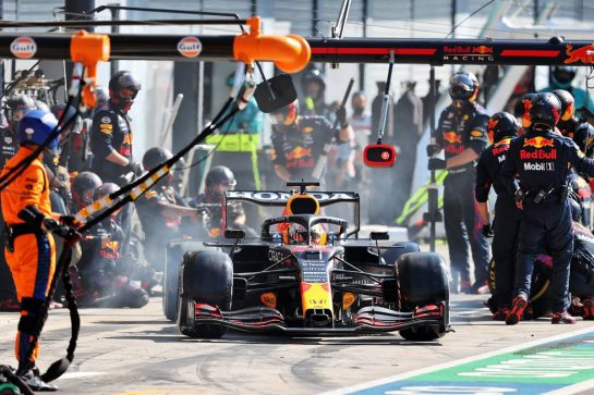 Max Verstappen (NLD) Red Bull Racing RB16B makes a pit stop. 12.09.2021. Formula 1 World Championship, Rd 14, Italian Grand Prix, Monza, Italy, Race Day. - www.xpbimages.com, EMail: requests@xpbimages.com © Copyright: Moy / XPB Images