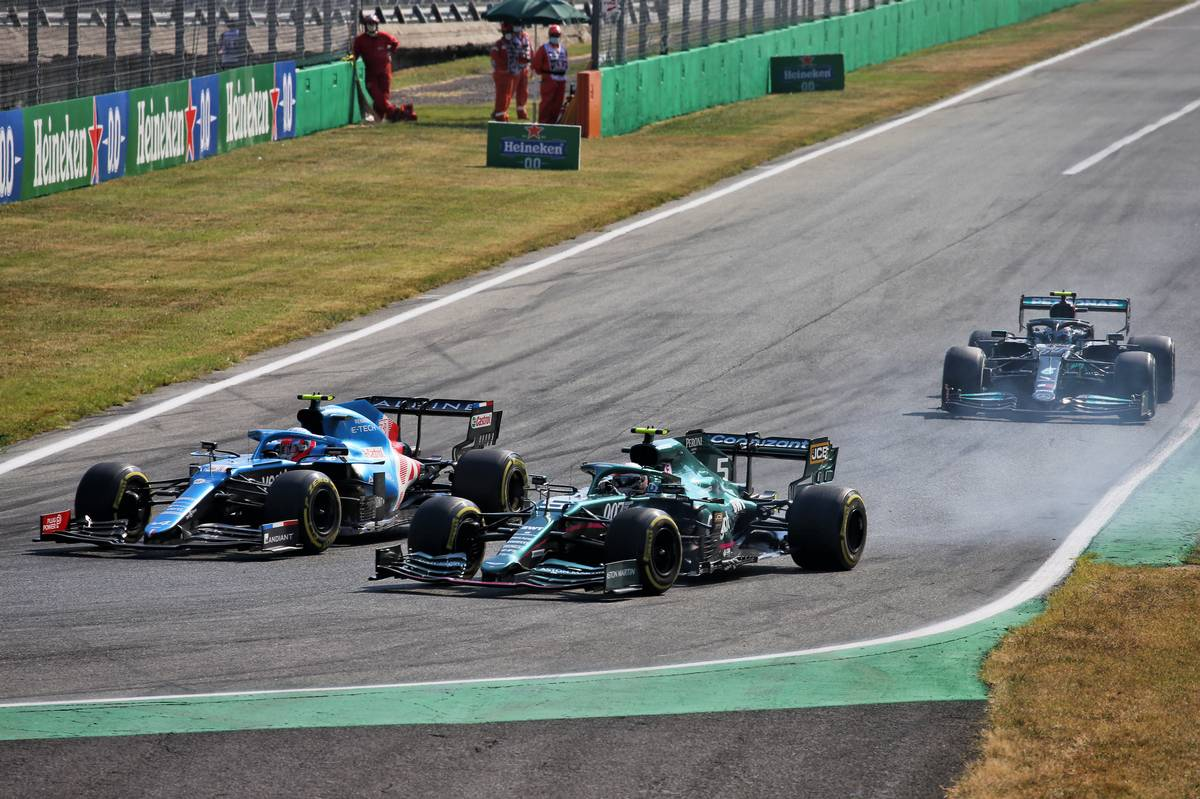 Esteban Ocon (FRA) Alpine F1 Team A521 and Sebastian Vettel (GER) Aston Martin F1 Team AMR21 battle for position. 12.09.2021. Formula 1 World Championship, Rd 14, Italian Grand Prix, Monza