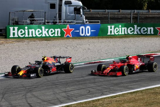 (L to R): Carlos Sainz Jr (ESP) Ferrari SF-21 and Sergio Perez (MEX) Red Bull Racing RB16B battle for position. 12.09.2021. Formula 1 World Championship, Rd 14, Italian Grand Prix, Monza, Italy, Race Day. - www.xpbimages.com, EMail: requests@xpbimages.com © Copyright:  XPB Images