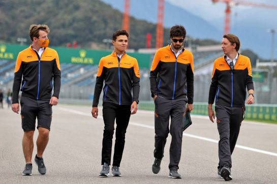 Lando Norris (GBR) McLaren walks the circuit with the team. 23.09.2021. Formula 1 World Championship, Rd 15, Russian Grand Prix, Sochi Autodrom, Sochi, Russia, Preparation Day. - www.xpbimages.com, EMail: requests@xpbimages.com © Copyright: Moy / XPB Images