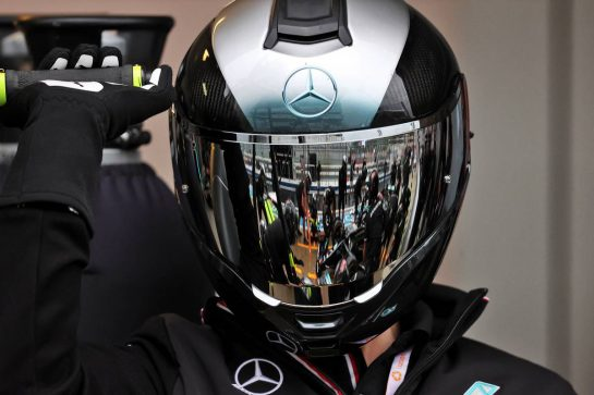 Mercedes AMG F1 mechanic practices a pit stop. 23.09.2021. Formula 1 World Championship, Rd 15, Russian Grand Prix, Sochi Autodrom, Sochi, Russia, Preparation Day. - www.xpbimages.com, EMail: requests@xpbimages.com © Copyright: Moy / XPB Images