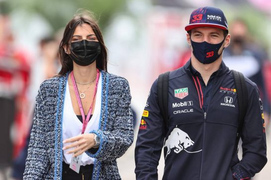 (L to R): Kelly Piquet (BRA) with her boyfriend Max Verstappen (NLD) Red Bull Racing. 24.09.2021. Formula 1 World Championship, Rd 15, Russian Grand Prix, Sochi Autodrom, Sochi, Russia, Practice Day. - www.xpbimages.com, EMail: requests@xpbimages.com © Copyright: Charniaux / XPB Images