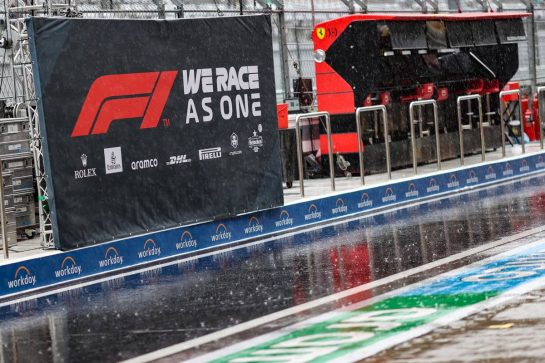 Circuit atmosphere - rain falls in the pits as FP3 is cancelled. 25.09.2021. Formula 1 World Championship, Rd 15, Russian Grand Prix, Sochi Autodrom, Sochi, Russia, Qualifying Day. - www.xpbimages.com, EMail: requests@xpbimages.com © Copyright: Charniaux / XPB Images
