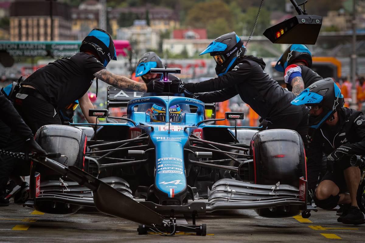 Fernando Alonso (ESP) Alpine F1 Team A521 makes a pit stop. 25.09.2021. Formula 1 World Championship, Rd 15, Russian Grand Prix, Sochi