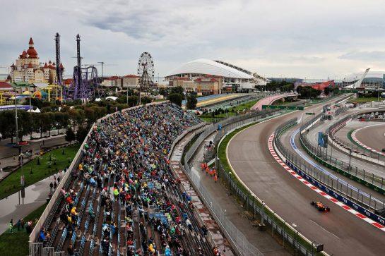 Daniel Ricciardo (AUS) McLaren MCL35M. 25.09.2021. Formula 1 World Championship, Rd 15, Russian Grand Prix, Sochi Autodrom, Sochi, Russia, Qualifying Day. - www.xpbimages.com, EMail: requests@xpbimages.com © Copyright: Moy / XPB Images